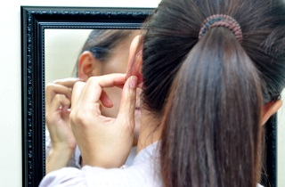 Как диагностировать прыщ на мочке уха