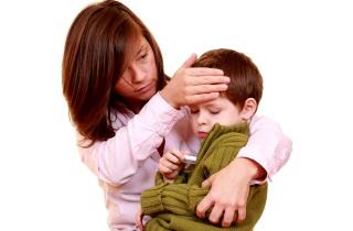 Причины длительного влажного кашля у ребенка