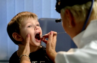 Как лечить горловой кашель у детей