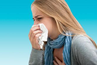Женщина с болезнью горла