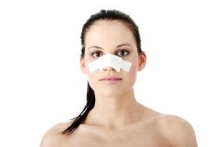 Первая помощь при переломе носа со смещением