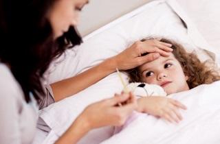 Течет кровь из носа у ребенка при температуре