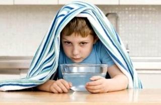 Как лечить жидкие сопли у ребенка при чихании